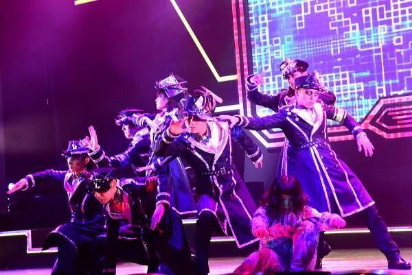 キャスト全員が1人2役、衣装・メイクも独特の世界観…崎山つばさ主演舞台『ID』開幕