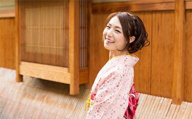 今、幸せになれる女性の共通点は「昭和」?あなたの「昭和女子」チェック【恋占ニュース】