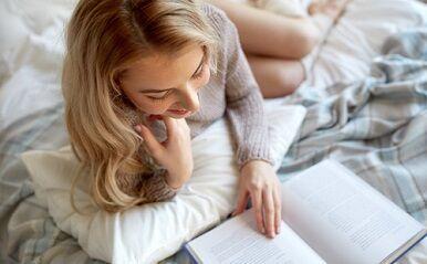 危険な三角関係にハマる?ほろ苦い恋を学べる「大人の恋愛小説」3選