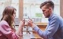 デート中、スマホを見る女性ってどう?携帯を見るタイミングへの男性の本音