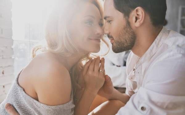 改札でキスするカップルはブスが多い?公共の場でのキスにまつわる本音