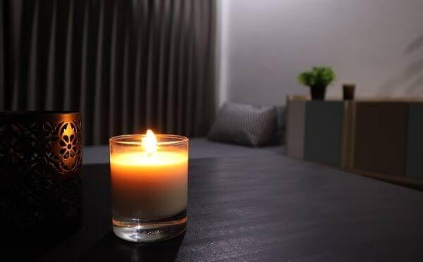 アロマ×寝室で出会いを引き寄せ!「男性が話しかけやすい女性」なる香りとは?
