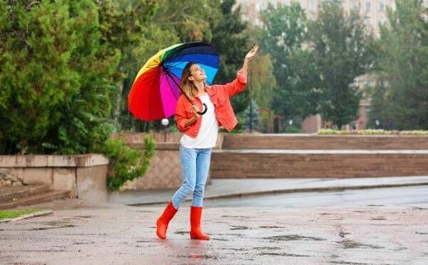 【雨の日の恋占い】運命数でわかる、出会いを引き寄せる雨具…ブーツ、コート