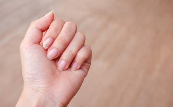 薬指の爪に「白い点」が出ると出会い運UP!中指、小指の爪に出た場合は?