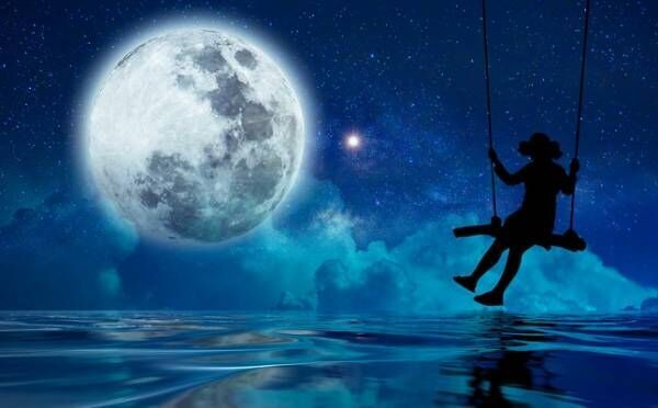 獅子座はロマンチックな恋の予感!10/31「牡牛座満月」12星座別・恋のルーン占い