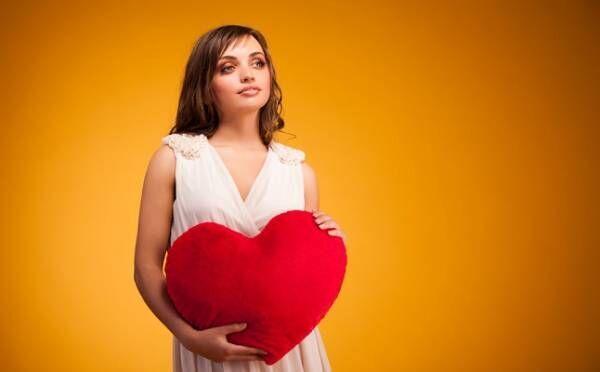 「ヤンデレ女子」の特徴10個!独占欲が強い、恋人ができると…