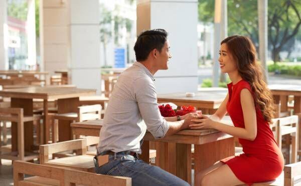思わず好きになってしまう…男性の心をグッと引き寄せる会話のコツ