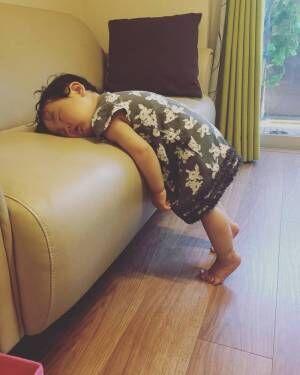 こんなところで爆睡!?「#電池切れっ子」がたまらん可愛さ♡の画像