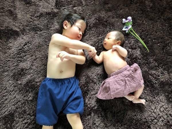 今だけの姿を写真に収めて…♡新生児の可愛い写真アイデア♪の画像