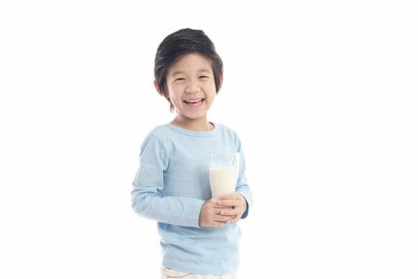 息子は、なんでこんなにも牛乳が好きなんだ。牛乳の消費スピードが光のよう。の画像
