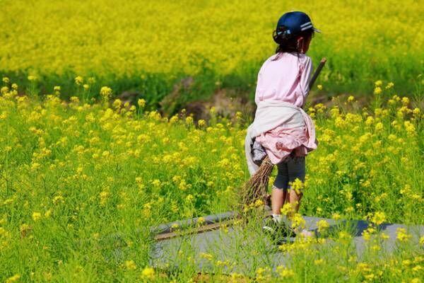 庭で遊ぶ娘をこっそり見ていたら…あの修行をしていました(笑)の画像