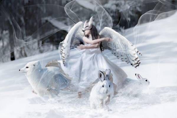 まるで雪の中で舞う女王…。パパが手がけた娘の写真が素敵すぎる!!の画像