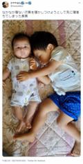 弟を寝かしつけるつもりが寝落ちしてしまった兄。兄弟愛にホロリ