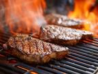 ステーキ級の和牛肉がゴロゴロ!食べ応え抜群な「千屋牛炭火炙り牛カレー」