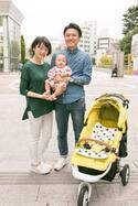 【family snap!】お出かけの愛車は、一年中元気になれるビビットカラーのカスタムベビーカー!