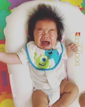 《◯ヵ月で、何をする?》人見知りや後追い…赤ちゃんの発達はいつどんなものがあるの?
