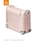 《乗れる、寝られる!?》子どもも大喜び♡ 移動時間を快適にする、1台3役のライドオンスーツケースを使ってみた!