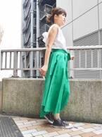 【おしゃれびとスナップ #12】スカートで取り入れる、華やかグリーン