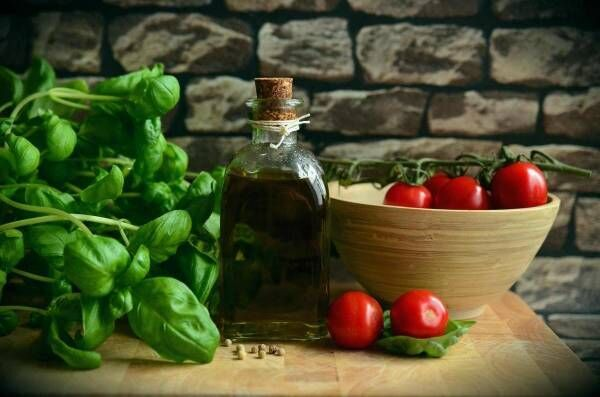 Olive oil tomatoes basil eat 111134
