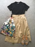 Uniqlo UのTシャツが優秀。正統派スカートとも相性抜群です