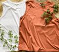 ユニクロのコットンノースリーブTシャツで着痩せ! 大人女性必見です
