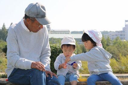 おじいちゃんと孫たち