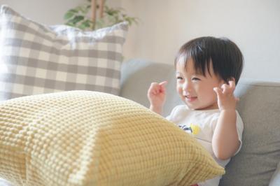 3歳息子が自ら寝室に!最新ホームプロジェクターのすごい力