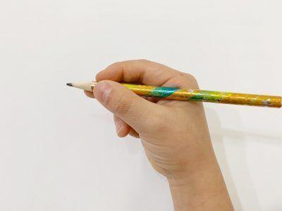 意外とできてない!正しい鉛筆の持ち方はOKサインで
