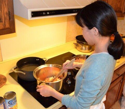「料理上手だと思う男性芸能人」2位はグッチ裕三、1位はあの人!!