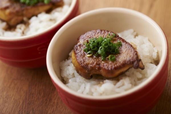 500円の贅沢プチ丼「フォアグラご飯」が名物―恵比寿の隠れ家ワインバー「ぺりかん」