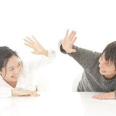 知ってる? 彼と上手に仲直りする心理テク「タッチング→感情を安らげるホルモンが分泌」
