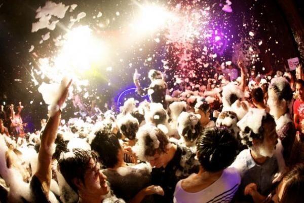 ハロウィーンは「泡パ」で盛り上がる!?「シブヤハロウィンフェス2014」