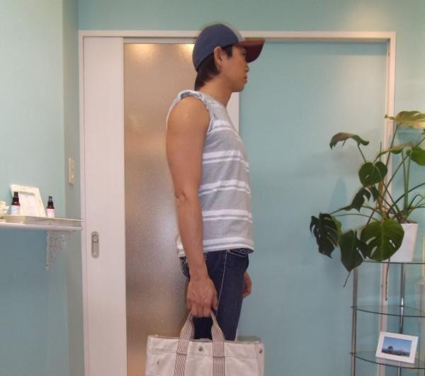 【美容男子が教える】バッグの持ち方を変えるだけ! 通勤時間を上手に活用する肩こり解消法