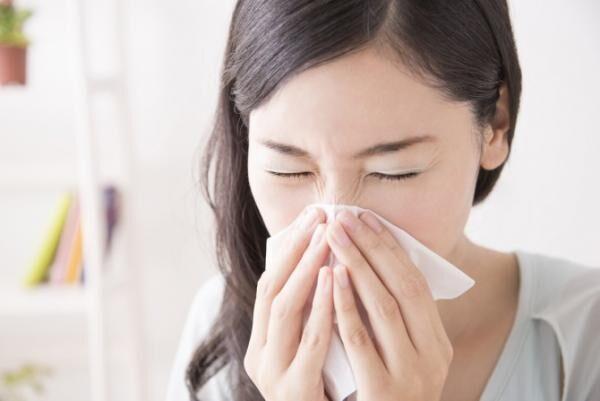花粉症の鼻づまりを解消する方法4選「鼻うがい」「点鼻薬」