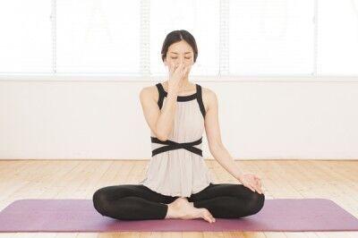 連休明けの心と体を仕事モードに! 集中力を高めるヨガ「ハタ呼吸」とは?