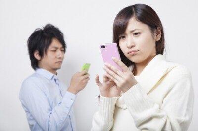 """彼・彼女がデート写真を""""SNS""""にアップ……あり? なし?"""