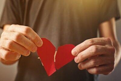 思い出が重過ぎる……っ! つらい失恋から立ち直る方法