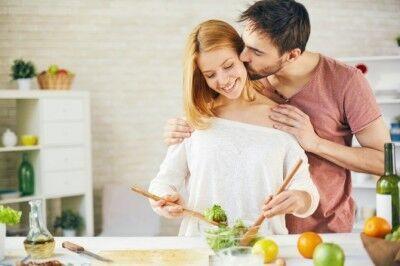 ボディタッチする男性心理を専門家が解説!