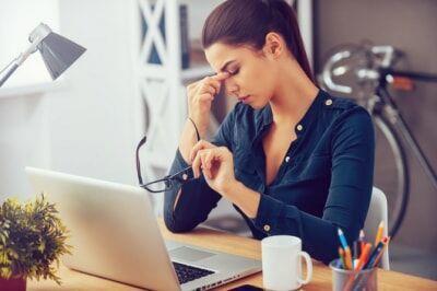 【医師監修】目が疲れる原因と目の疲れを取る方法