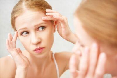 【皮膚科医が監修】「おでこニキビ」の原因と治し方