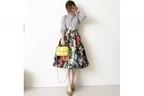 おしゃれ上級者は、花柄スカートとバッグの色をリンクさせる #東京365日コーデ