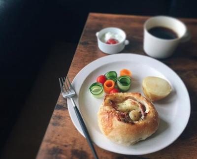 選ぶ瞬間がドキドキ。近所でお気に入りのパン屋さんを見つけよう。 #おうちカフェ