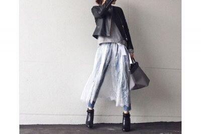 レーススカートのレイヤードは、黒で甘さを抑えて #東京365日コーデ