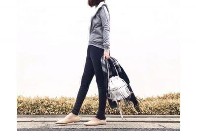 モノトーンでモードを意識。スポーティなパーカスタイル #東京365日コーデ