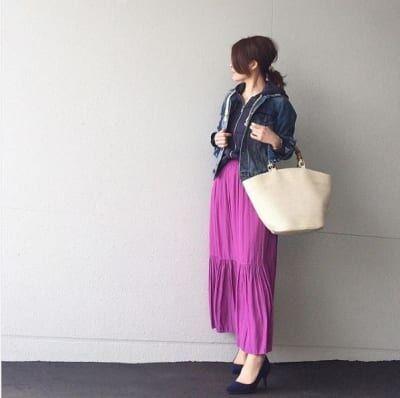 オンはヒール、オフはスニーカー。派手色スカートの着こなし方 #東京365日コーデ