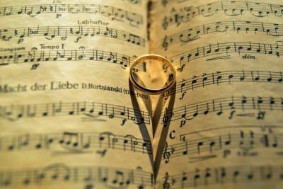 2人の愛を深めるために。カップルにおすすめな音楽4選