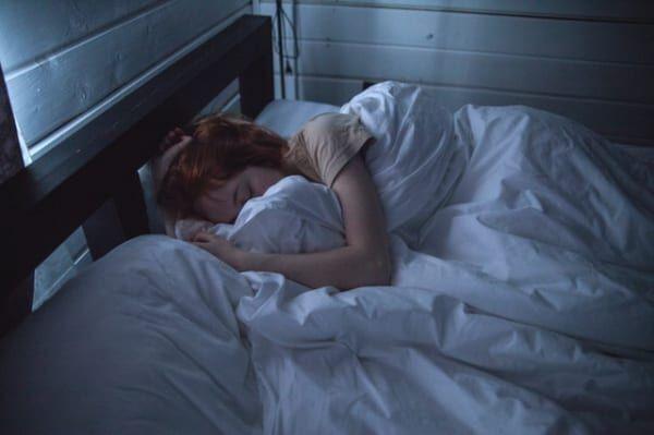 夜、眠れなくなる2つの原因とは