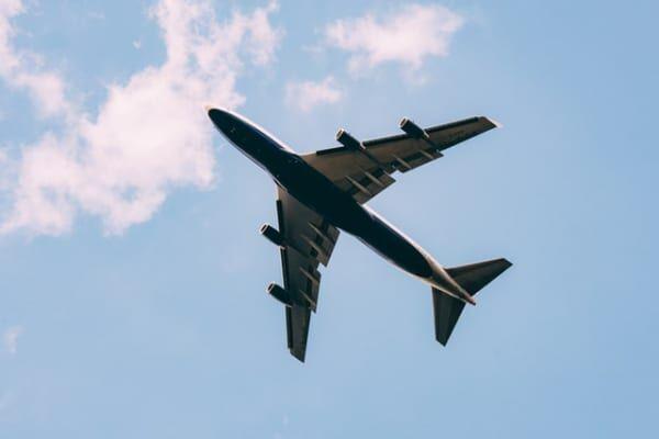 「飛行機が落ちる夢」があなたに告げていること