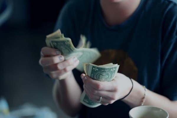 「歯が抜ける夢を見るとお金がなくなる」説の真相
