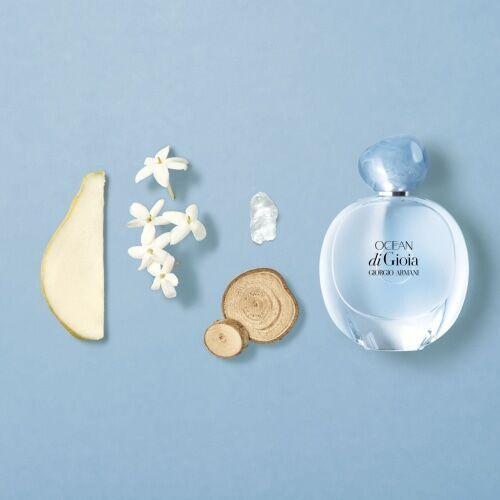 美しい海からインスパイアされた香り。「アルマーニ」2つの新フレグランス